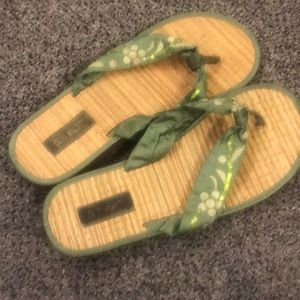 Gentle used. Comfy and cute sandals